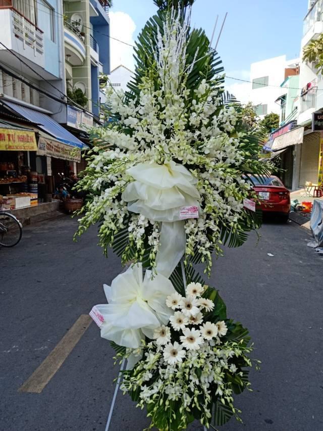 Kệ hoa tươi chia buồn