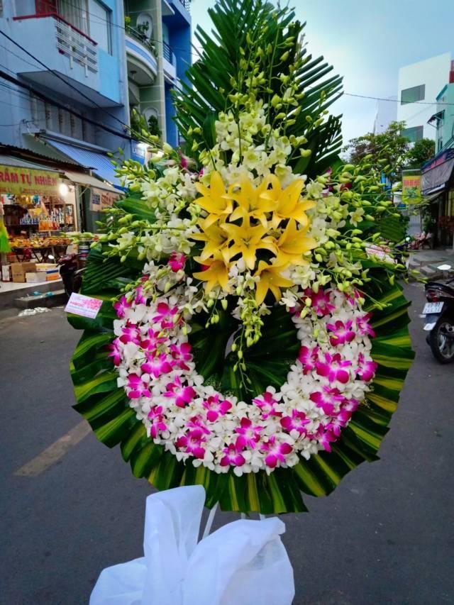 Vòng hoa viếng
